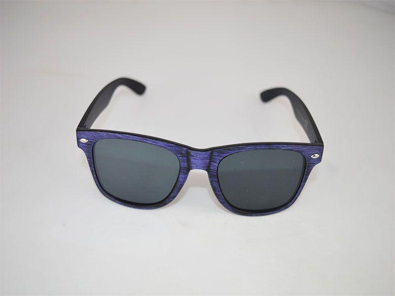 Gafas de sol con montura tipo desgaste moradas con lentes negras 42ebc70e4a4a