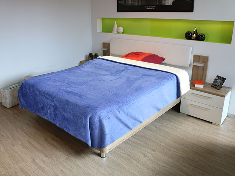 Sabana o manta multiuso 155 x 130 cm color azul marino y realizada 100% en poliéster de primera calidad
