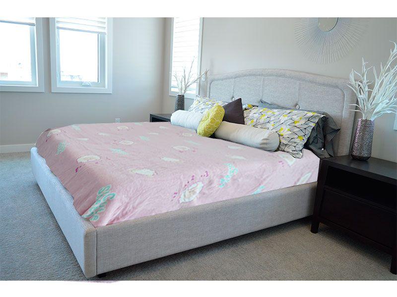 Manta multiusos color rosa pastel de 160 x 240 cm y realizada 100% en poliéster
