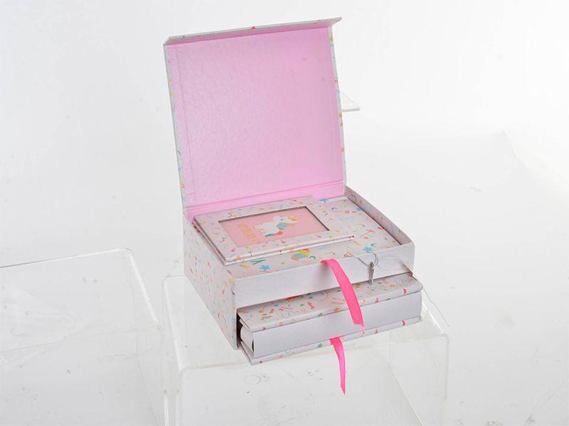 Caja de cartón unicornio con álbum fotos, diario secreto y espejo corazón