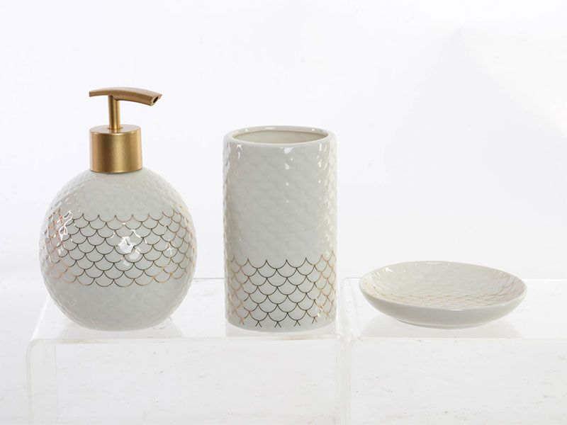 Set de ba o porcelana for Accesorios de bano dorados
