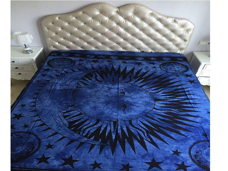 Tela mandala 100% algodón color Azul con decoración del Sol y la Luna rodeados de estrellas en color  negro