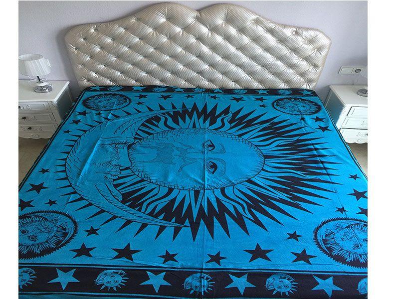 Tela mandala 100% algodón color Turquesa con decoración del Sol y la Luna rodeados de estrellas en color  negro