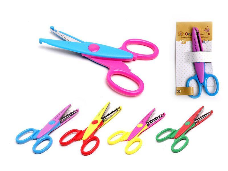 Tijeras para manualidades con protección anticorte para los mas pequeños y decoración en sus cuchillas con dientes para darle una preciosa forma a tus cortes